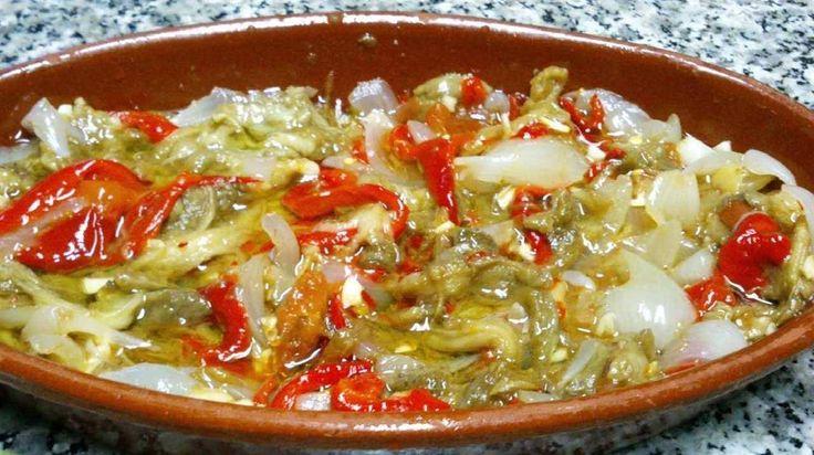 Escalibada. Esta receta la puedes utilizar como acompañamiento de cualquier plato, ya sea de carne o de pescado, también la puedes comer sola, o incluso como tapa o entrante.