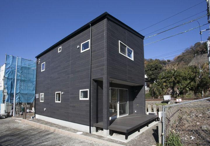 銀黒のガルバリウムを使用した片流れ屋根の家 竹原市 321house ミツイ