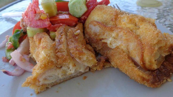 ΜΑΓΕΙΡΙΚΗ ΚΑΙ ΣΥΝΤΑΓΕΣ: Ρολάκια με τυρί ζαμπόν !! Συνοδευόμενα με καταπληκτική διαφορετική σαλάτα !!