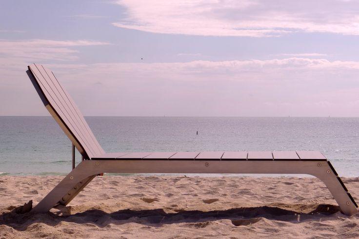 Relajate y disfruta de tus vacaciones con la comodidad, durabilidad y resistencia que te ofrecen nuestras asoleadoras BECA