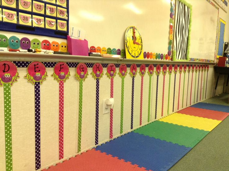 Ribbon Word Wall.... I'd have to put it up near the ceiling though.