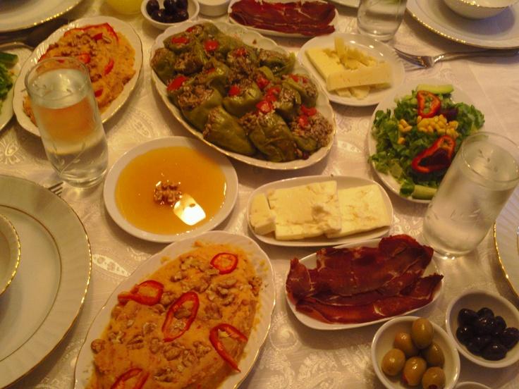 dining table Turkish Food Pinterest : 36e520ba5cf86e63af0a3582e59cfb24 from pinterest.com size 736 x 552 jpeg 164kB