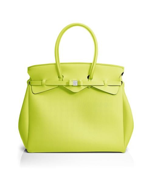 The Miss Weekender is your go-to bag for the perfect weekend away! This versatile tote transitions to a gym, beach or baby bag and is perfect for the jet-set who want to travel in style.  Size  440 x 400 x 200 mm  614g  Made in Italy  Vegan Friendly  Made from Poly-Lycra Fabric   Acid Green  https://savemybag.com.au/collections/bags/products/miss-weekender-acid-green