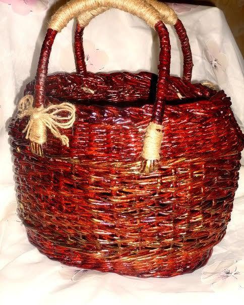 сумка -корзинка ,плетение из газет