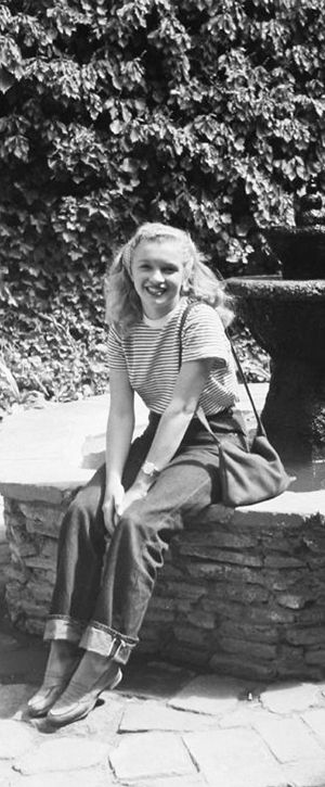 Norma Jeane. M M  Photo by Andre de Dienes, 1946.