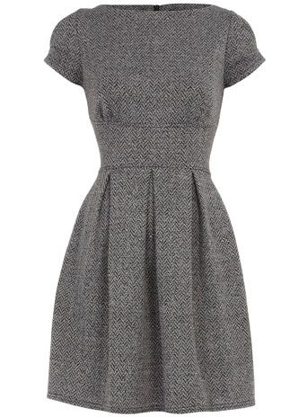 Last night I had a dream that I was wearing a dress just like this, with a yellow cardigan. I had longer and fancier hair. Odd.