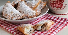 Queste cassatelle di Carnevale sono un dolce tradizionale di alcune zone della Sicilia, una ricetta antica, i cassateddi, dolci fritti tipici del carnevale.
