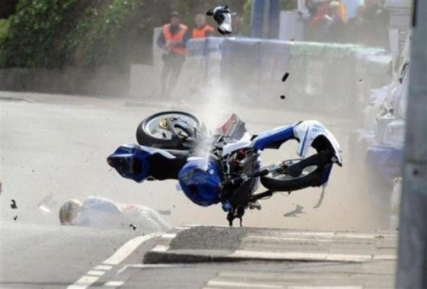 Guy Martin...I dinno wot appened like, bike's bit tatty I fink. Well wil get it sorrted like for next race. No arm dun eh.