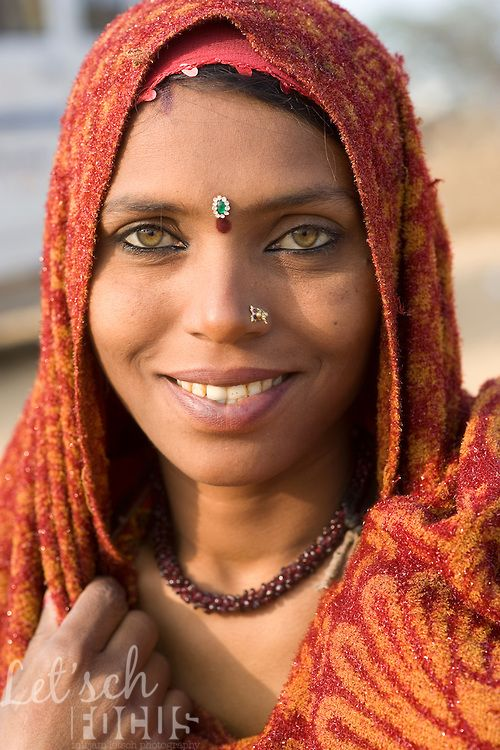 Light eyes are not exceptional for members from the Bhopa tribe in Rajasthan. Copyright © Mirjam Letsch.com (via Portrait of a very beautiful woman from the Rajasthani Bhopa tribe, India | Mirjam Letsch Photography)