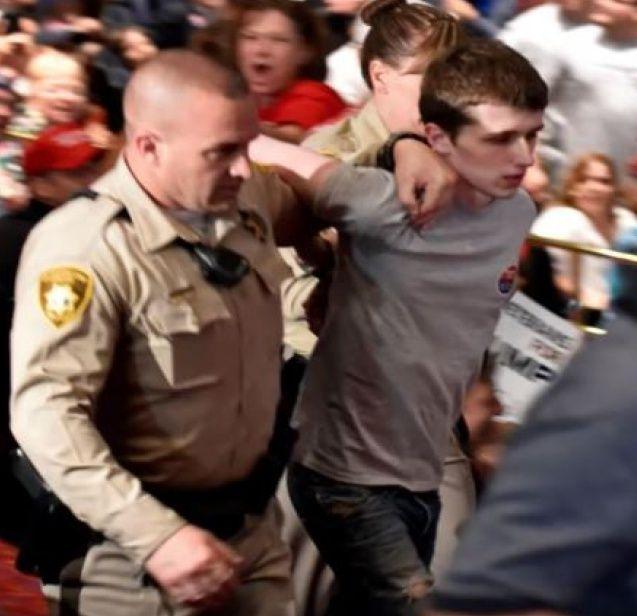 le 21 juin 2016 à 06h36 Un jeune Britannique a été interpellé lors dun meeting de Donald Trump à Las Vegas le 18 juin dernier. Il confirme avoir eu l'intention de tuer le candidat républicain.