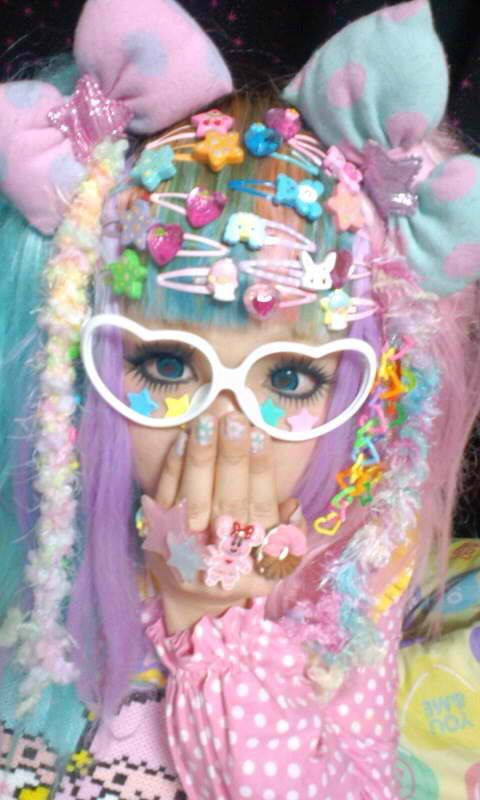 Another cute Decora girl! ^^ Sometimes it's hard to get it right, but when you…