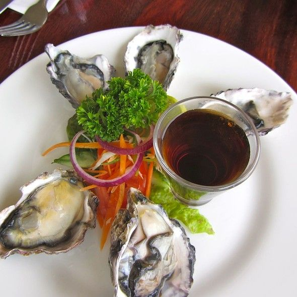 Oysters @ Trader Jack's. Read international model Teresa Moore's blog about Rarotonga.