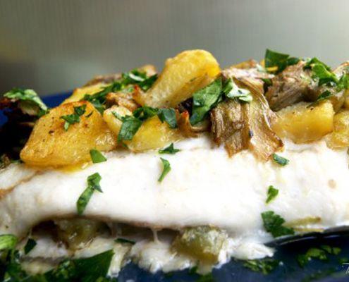 Se al classico rombo al forno con patate aggiungete i carciofi, il risultato sarà un piatto davvero squisito. Provare per credere!