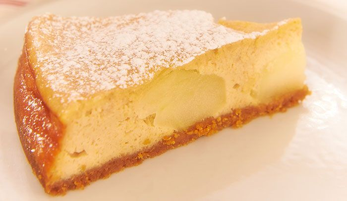 Apple and Cinnamon Baked Cheesecake http://gustotv.com/recipes/dessert/apple-cinnamon-baked-cheesecake/