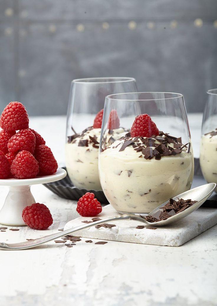 Herrencreme: Cremiger Vanille-Pudding mit Sahne und Schokoladen-Raspeln