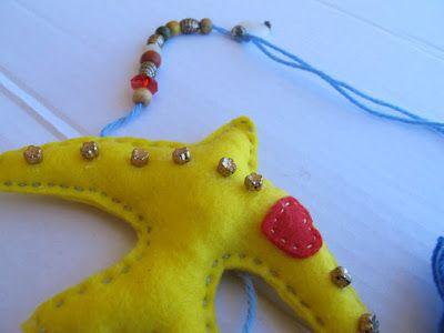 Espanta espíritos andorinha amarela em feltro