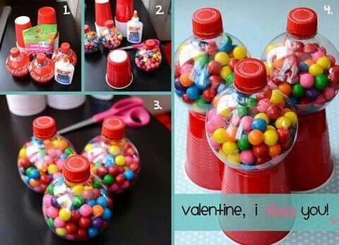 Agararas botellas planas silicon basos rojos desechables y dulces de bola de colores pegalos al baso y lito