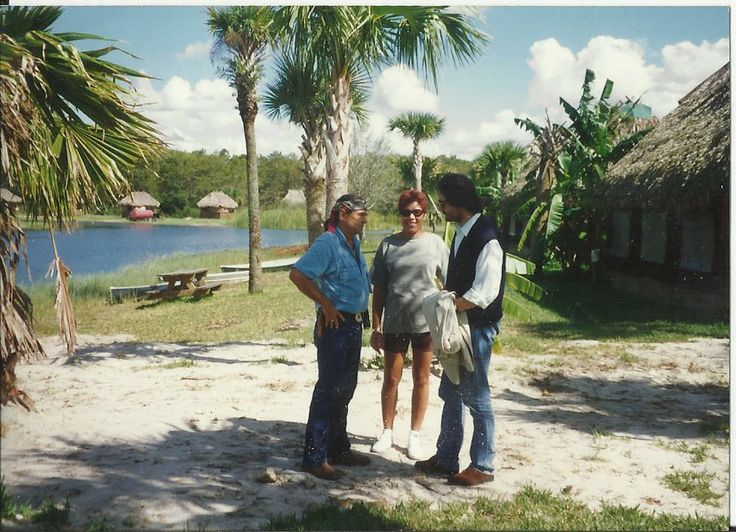 Capo Hawk's Heart Braiden, Ninoska Diaz, Gaetano Terranova. Riserva Seminole, Lake Okichobee, Florida. 1993.
