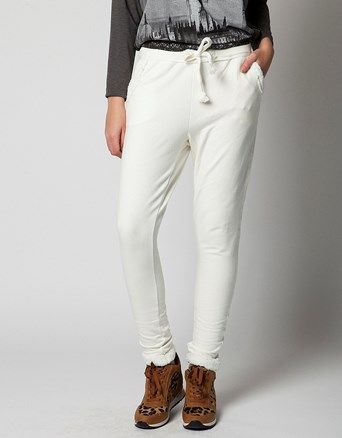Sweatpants, with elasticated waist with cord and side pockets.