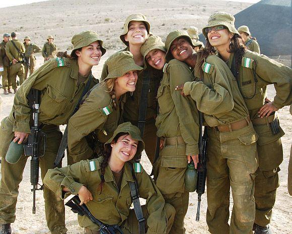 Israeli Army Women | Israeli women soldiers in the line of fire