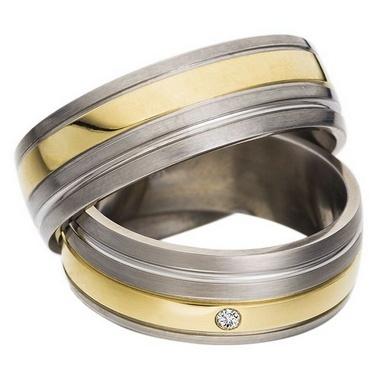 Trauringe Abilene  Edelstahl- und Gelbgoldring (Gold in 585)  Damenring mit 1 Diamanten, 0,02 kt, Farbe: w, Reinheit: p1,   Ringbreite: 7,0 mm,  Ringhöhe: 1,6 mm,  Oberfläche: Stahl längs gebürstet, Gelbgold und Rille glänzend