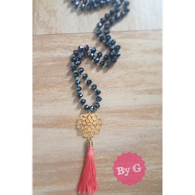 Collar largo con borla. Long tassel necklace. Vsitanos en Instagram @ByG_accesorios