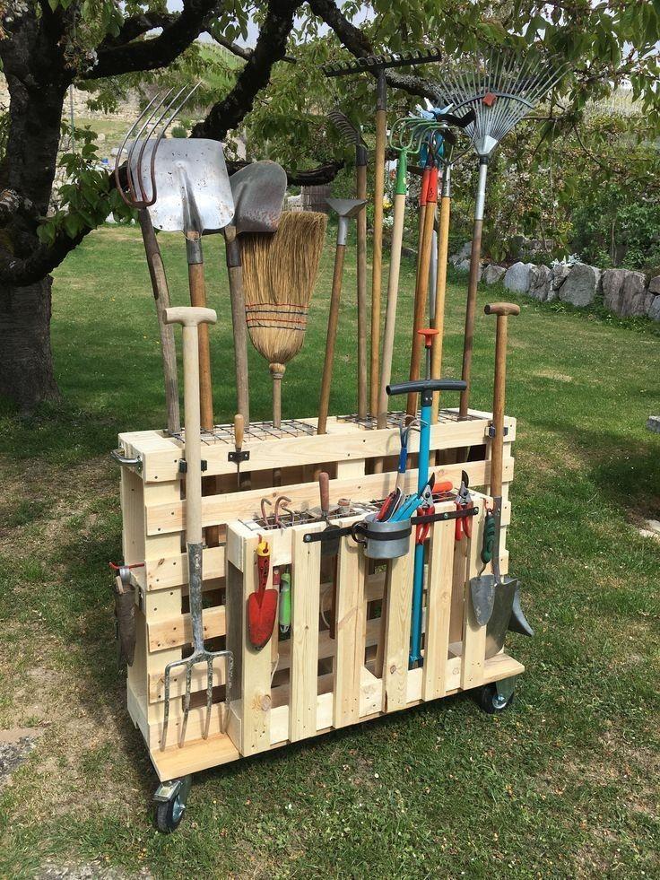 13 Ideen zur Aufbewahrung von kreativen Gartengeräten, mit denen Sie Ihre Sachen organisieren können Lassen Sie sich nicht von einer Lawine von Schaufeln und Rechen überraschen!Diese genialen Lösungen für Gartengeräte-Aufbewahrungstaschen so