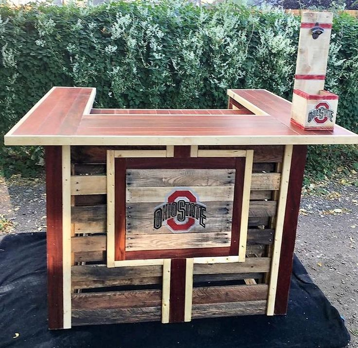 Two Awesome Wood Pallets Made Bars