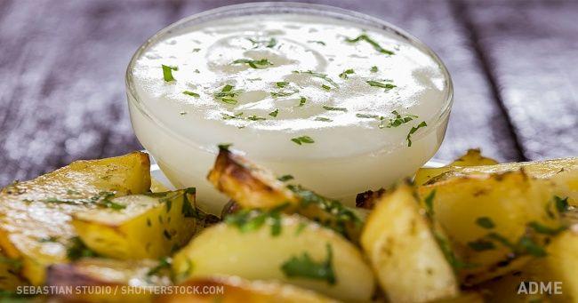 Греческий соус, который преобразит любое блюдо