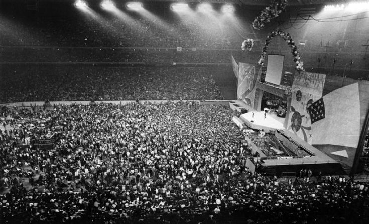 The Roling Stone performing before a sold-out concert crowd at the Pontiac Silverdome; Monday, November 30, 1981. (Click on image for larger view).