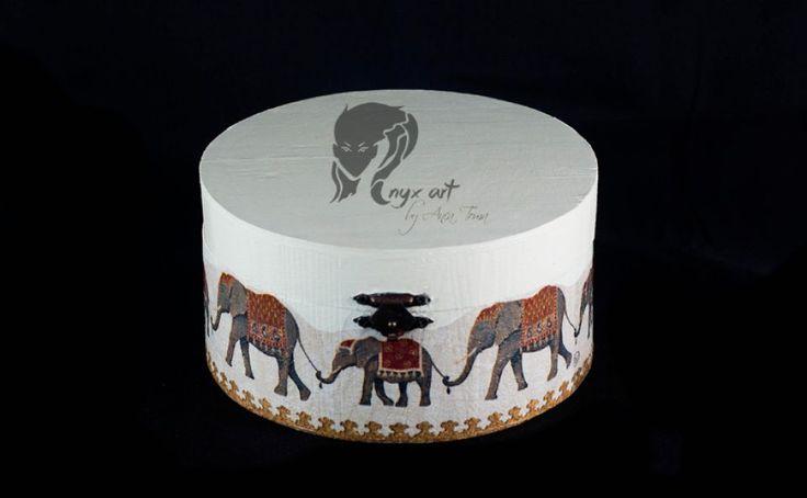 """Cutie din lemn, decorata manual - """"Elefanti Indieni"""""""