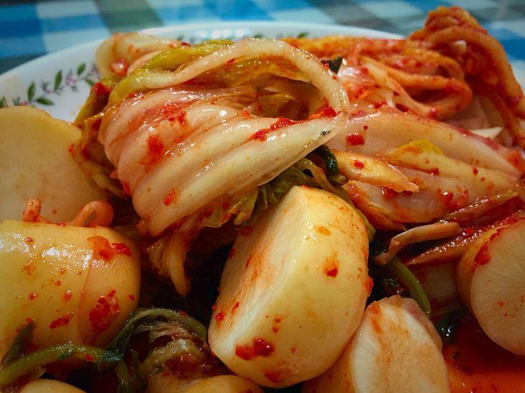 강원도 평창에서 키운 배추로 담근 김치 죽죽 찢어서 따뜻한 밥에 말아 한술뜨면. 캬~~