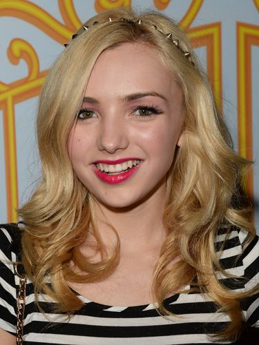 Peyton List's Spiked Headband - Celebrity Hair Ideas For Holiday Parties - Seventeen