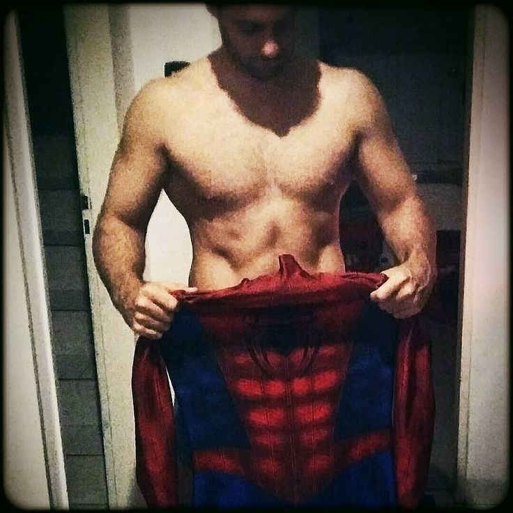 With great power comes great responsibility #spiderman #hombrearaña #spidermancostume #spidermancosplay #fitness #gym #superheroes