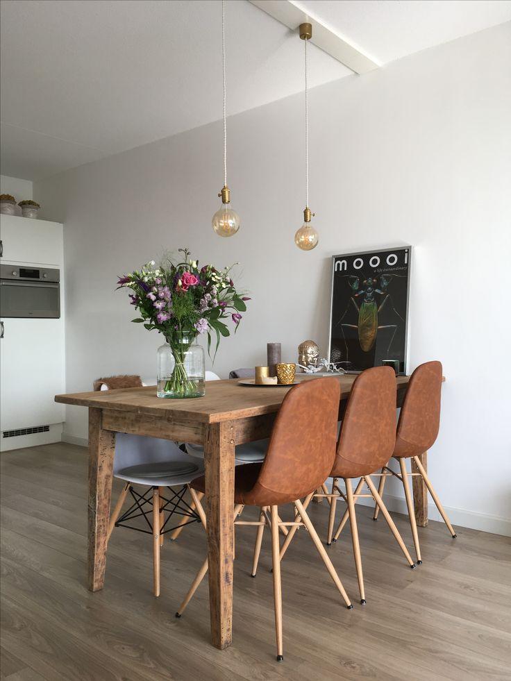 25 beste idee n over eettafel stoelen op pinterest for Witte leren stoelen