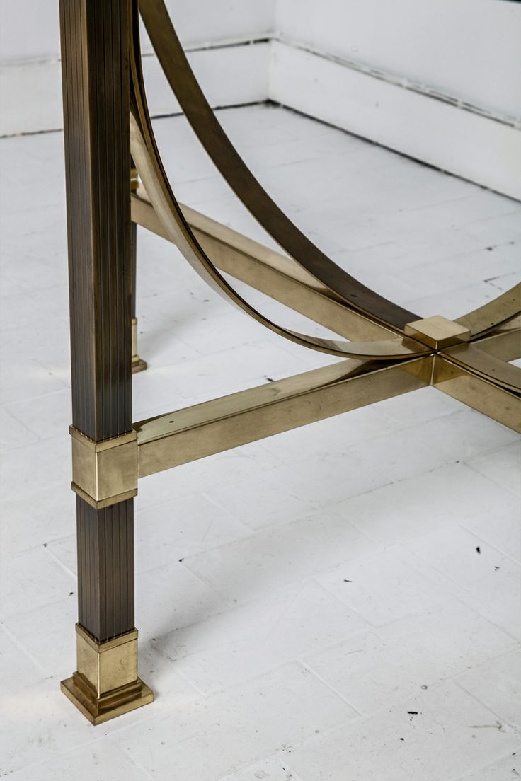 Custom modern chippendale wing chair by ethan allen at 1stdibs - Fine Ovale Brass And Glass Dining Table