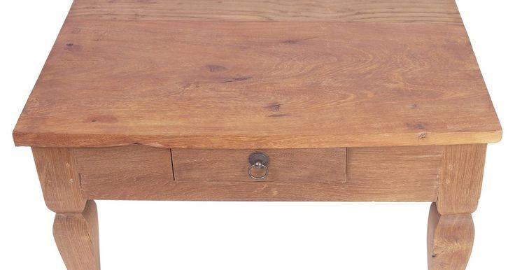 Tipos de barniz para usar en mesas de madera. El barniz es un acabado transparente que protege a la madera y a su color de rasguños y mellas así como también del daño que puede producir el agua. Finalmente, el barniz se desgasta, de manera que necesitas volver a aplicarlo periódicamente en muebles que usas mucho como las mesas de la sala y la de la cocina. Hay siete formas diferentes de ...