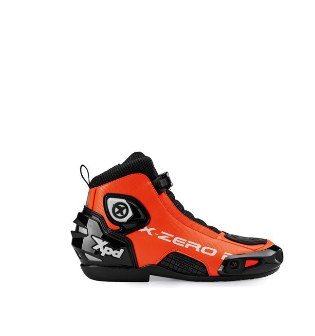 XPD X-Zero R: the ultimate motorcycle riding shoes from XPD. All racing experience in a marvellous design piece, ideal for fast-and-fun rides.-High strenght external microfiber material.-Mesh net with high abrasion resistance.-Reinforced area made of polyurethane on heel, malleolus, slider area with shift padding.-Vented area on heel.-Reinforcement support on tip and heel.-PU removable slider.-Micrometric fast-clip closure.-Zip fastening.-Air Tech plantar increases...