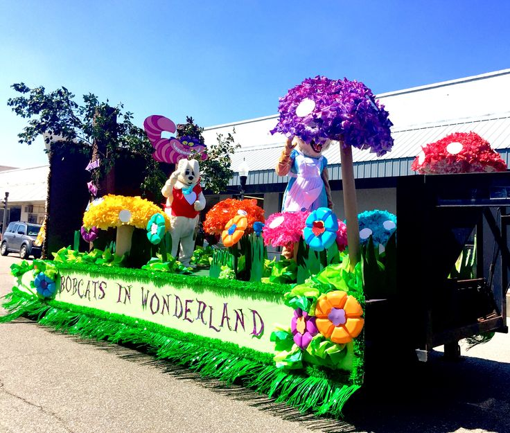 Homecoming Float : Alice In Wonderland Theme : Bobcats