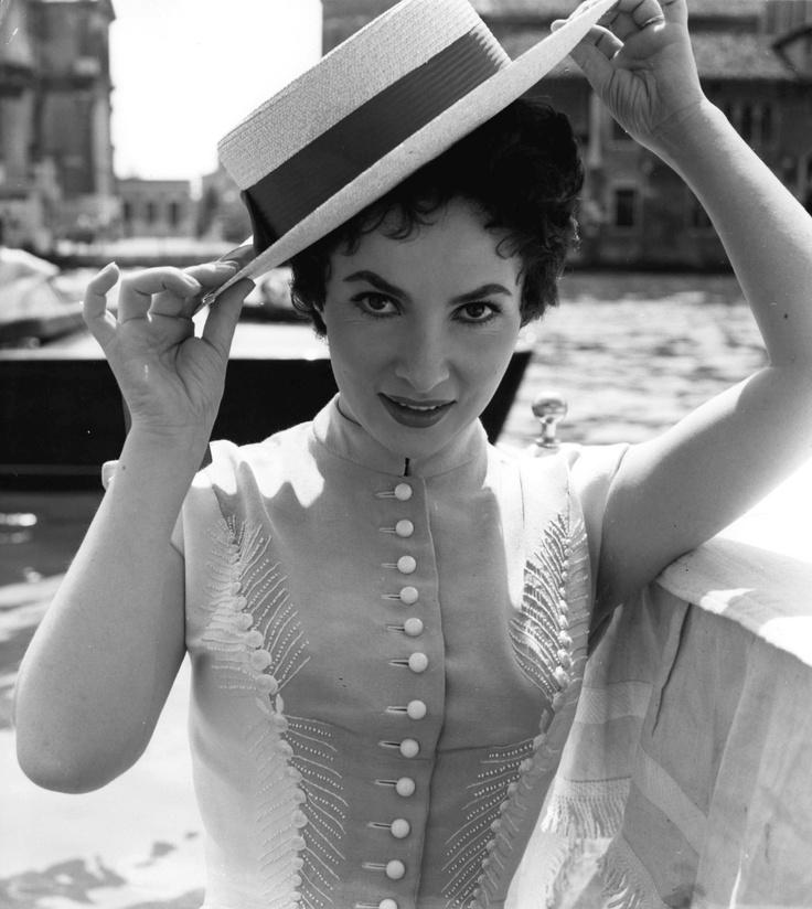 Look at the detail in that bodice! Beautiful! (Italian actress Gina Lollobrigida)