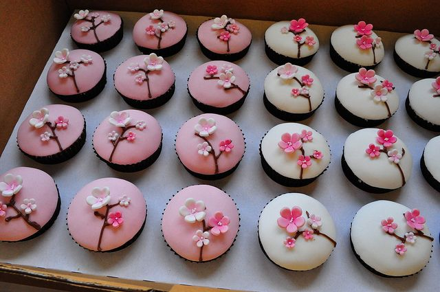 Cherry blossom cupcakes by Cupcake Passion (Kate Jewell), via Flickr