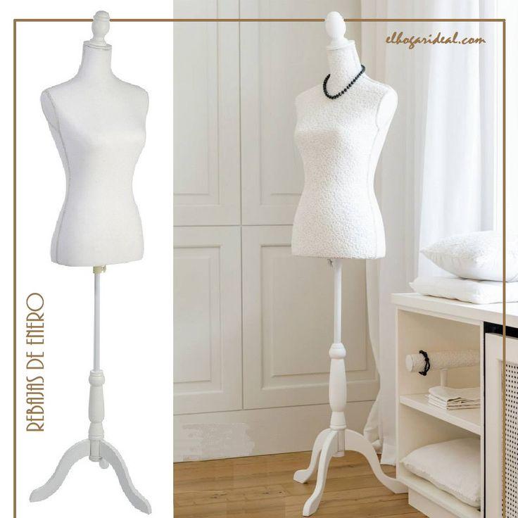 Busto clásico blanco con cuerpo en tela y pie de madera.