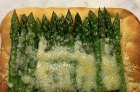 Pizza con gli asparagi