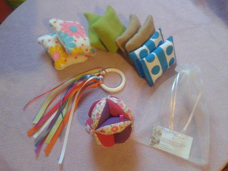 coffret liste de naissance balle montessori anneau dentition rubans kit decouverte du. Black Bedroom Furniture Sets. Home Design Ideas