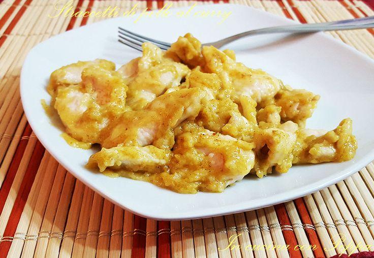 Gli straccetti di pollo al curry sono gustosi, semplici e velocissimi da preparare; in dieci minuti si ottiene un secondo piatto ricco di sapore...