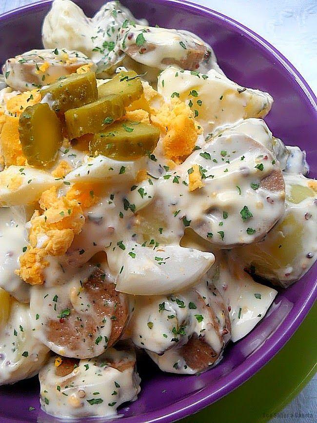 La Kartoffelsalat es uno de las ensaladas estrellas de la cocina alemana, compuesta principalmente de patatas cocidas acompañadas de diferen...