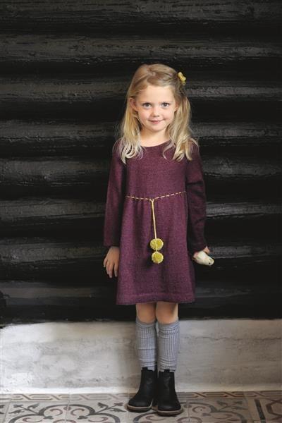 1512: Design 16 Kjole med rundt bærestykke #strikk #knit