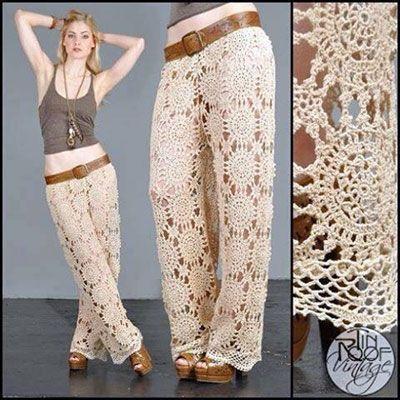 Готовимся к летнему сезону. Вязаные брюки, а особенно крючком, по-прежнему в моде. Предлагаемая модель связана из круглых мотивов, смотрится элегантно и стильно. Схема вязания круглых мотивов.…