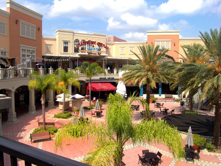 Channelside Bay Plaza features a unique mix of retail, dining and entertainment. From fine dining to fast dancing, movies to margaritas, wonderful shopping and more, Channelside Bay Plaza has it all. Located 1 mile from Hyatt Regency Tampa.