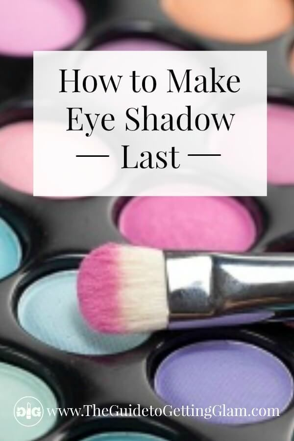 Makeup tip: Want to know how to make eye shadow last? Learn this quick makeup artist secret that will keep your eyeshadow on all day long. #makeup #makeuptip #makeupartist #eyeshadow #glam #theguidetogettingglam